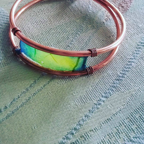 Painted Paper Bracelet by Hoppipolla Lab