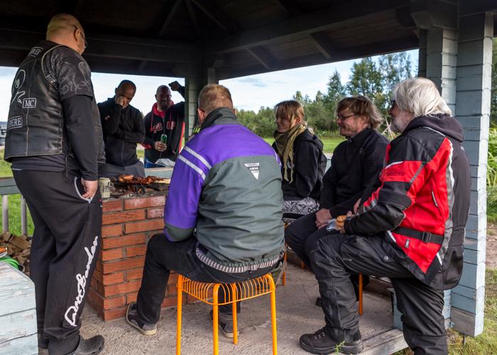 motoristit koulukiusaamista vastaan mkkv lappi lapland tour 2017 aavasaksa experience grillikota grillaus makkara ruuanlaitto biker  (1 of 1)