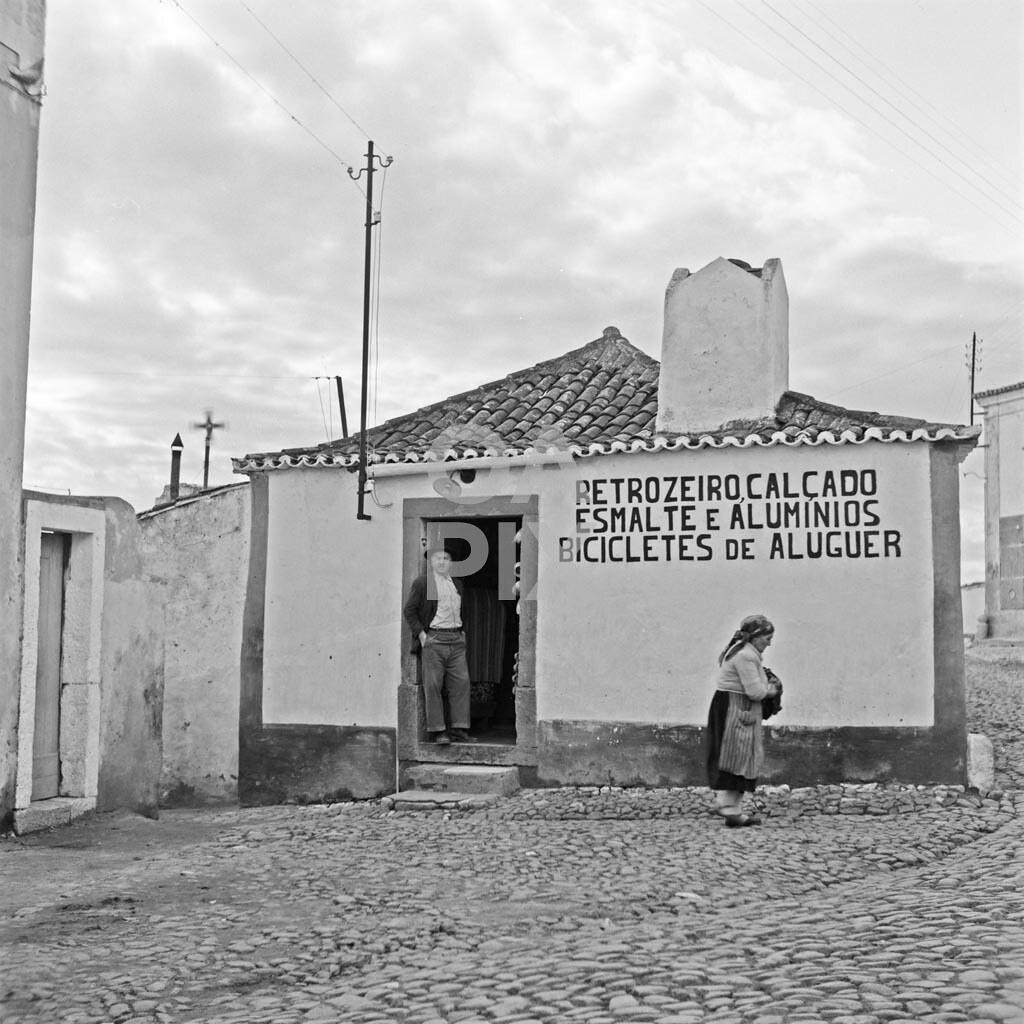 Retrozeiro, calçado, esmaltes, alumínios, bicicletas de aluguer, Zambujal (Loures) — Ordem dos Arquitectos, 1955.