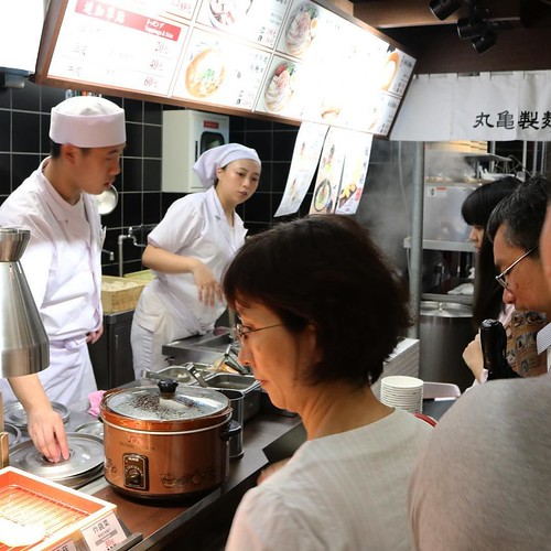 店内も、丸亀製麺だねー。英語でオーダーが通じた。 #饒河街観光夜市 #台北 #台湾 #食べ歩き #丸亀製麺 #丸亀試食部