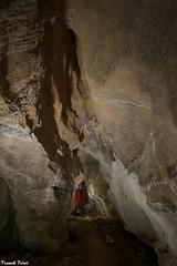 Daniel dans la galerie d'entrée de la Grotte Supérieure de Maurepos - Laval Le Prieuré
