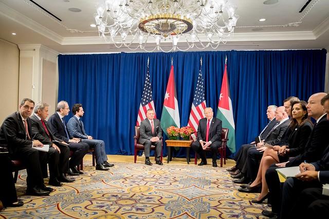 جلالة الملك عبدالله الثاني يلتقي، بحضور سمو الأمير الحسين بن عبدالله الثاني ولي العهد، الرئيس الأمريكي دونالد ترمب