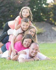 """It cracks me up looking at this photo of my brother and his kids! I told them """"let's get a group shot over here!"""" and they naturally started stacking up! looks to me like they had been practicing this beforehand haha! #family #familygoals #familyphotograp"""