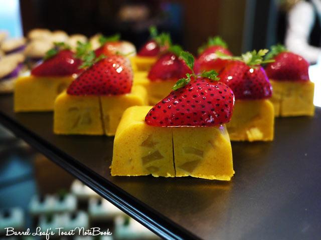 ambassador-hotel-aqua-lounge-buffet (30)