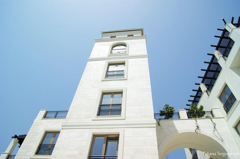 Башня, вид снизу вверх