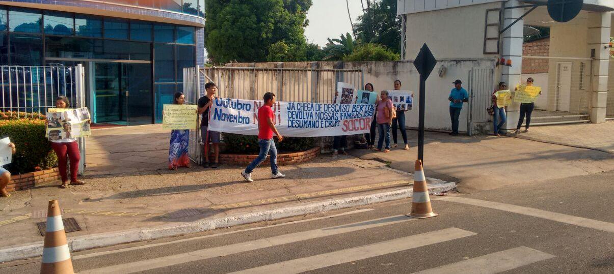 Bertolini é alvo de protestos em frente ao Fórum de Santarém, bertolinni - protesto