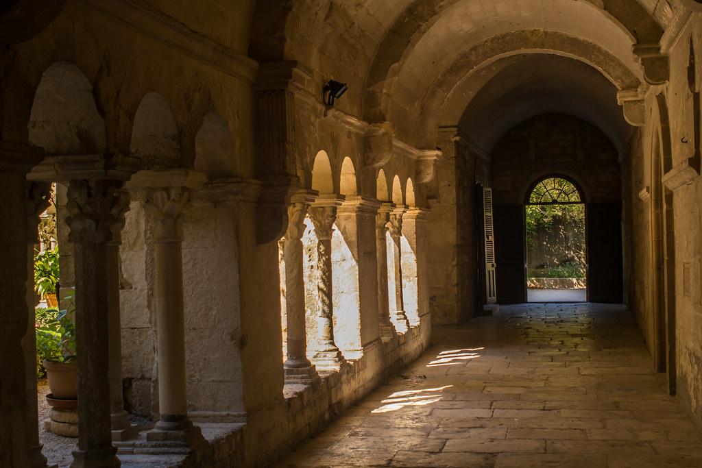 Les antiques bouches du rh ne france tripcarta - Hotel le mas du soleil salon de provence ...