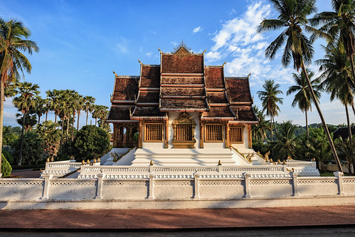 laos luang prabang temple haw kham palace asia monk arcitecure sunrise royal 1904 king sisavang vong museum national