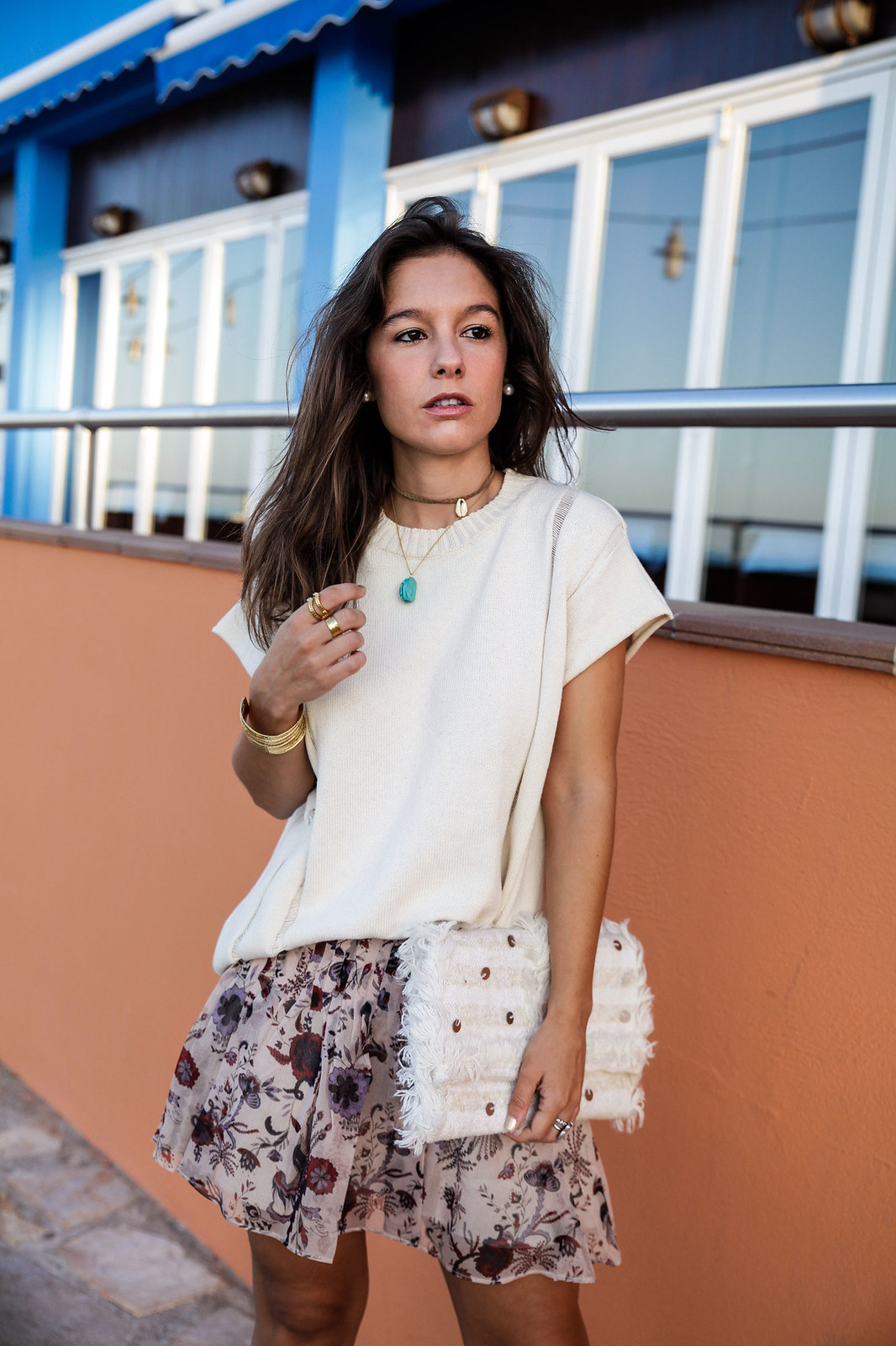 010_blusa_punto_falda_flores_summer_outfit_theguestgirl_rüga_schade_jewels_steve_madden_.magali_pasacal_influencer_barcelona_blogger