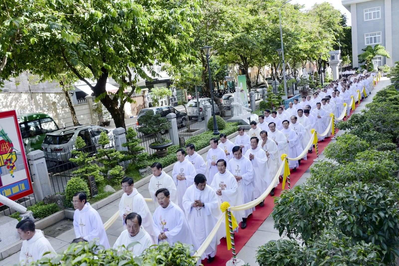 Giáo phận Bà Rịa: Thánh lễ Truyền chức Linh mục 2017 - Ảnh minh hoạ 4