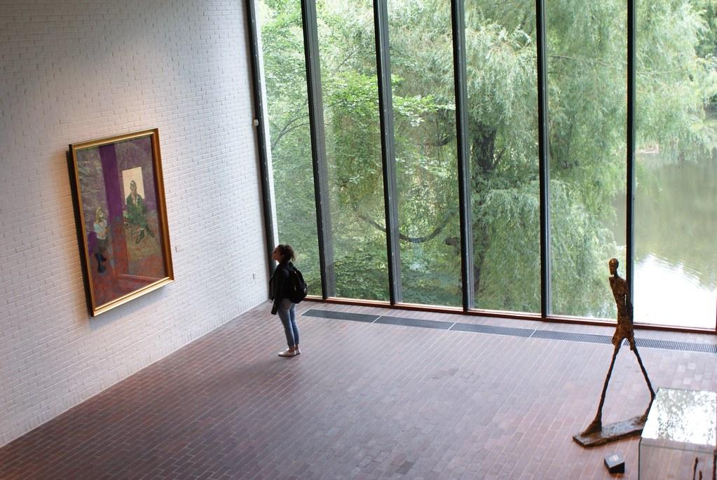 Bacon et Giacometti dans un espace lumineux ouvert sur un étang au Musée d'art contemporain Louisiana près de Copenhague.