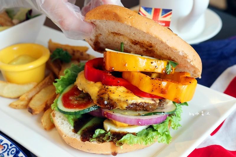 37339808136 6e7dab0546 b - 熱血採訪| 漢堡巴士Burger Bus,台中也能吃到道地的英式傳統早餐和英式漢堡,英倫工業風裝潢輕食咖啡