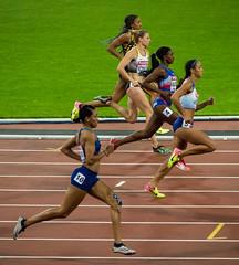 5 women running - London athletics