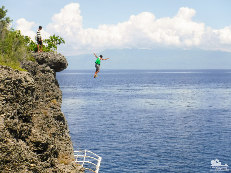 Cliff Jumping in Pescador Island