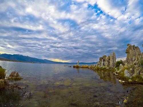 Mono Lake con nubes