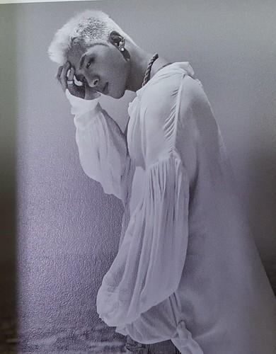 Taeyang WHITE NIGHT RED Edition (32)