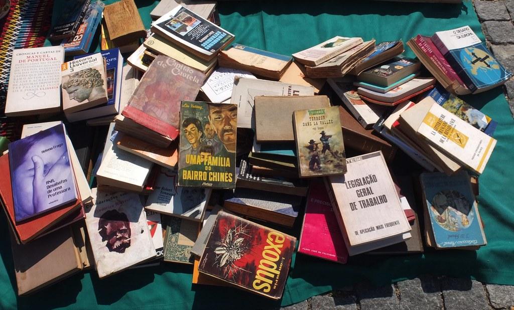 Livros na feira da bagageira