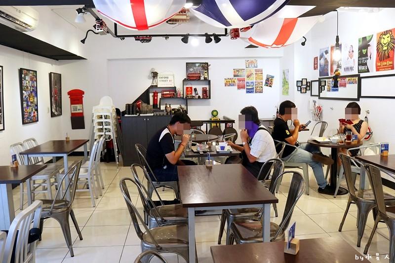 36717042963 b3b7b5ff69 b - 熱血採訪| 漢堡巴士Burger Bus,台中也能吃到道地的英式傳統早餐和英式漢堡,英倫工業風裝潢輕食咖啡