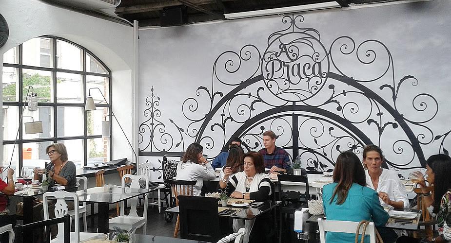Hotpsot in Lissabon: lunchen bij A Praça LX Factory | Mooistestedentrips.nl