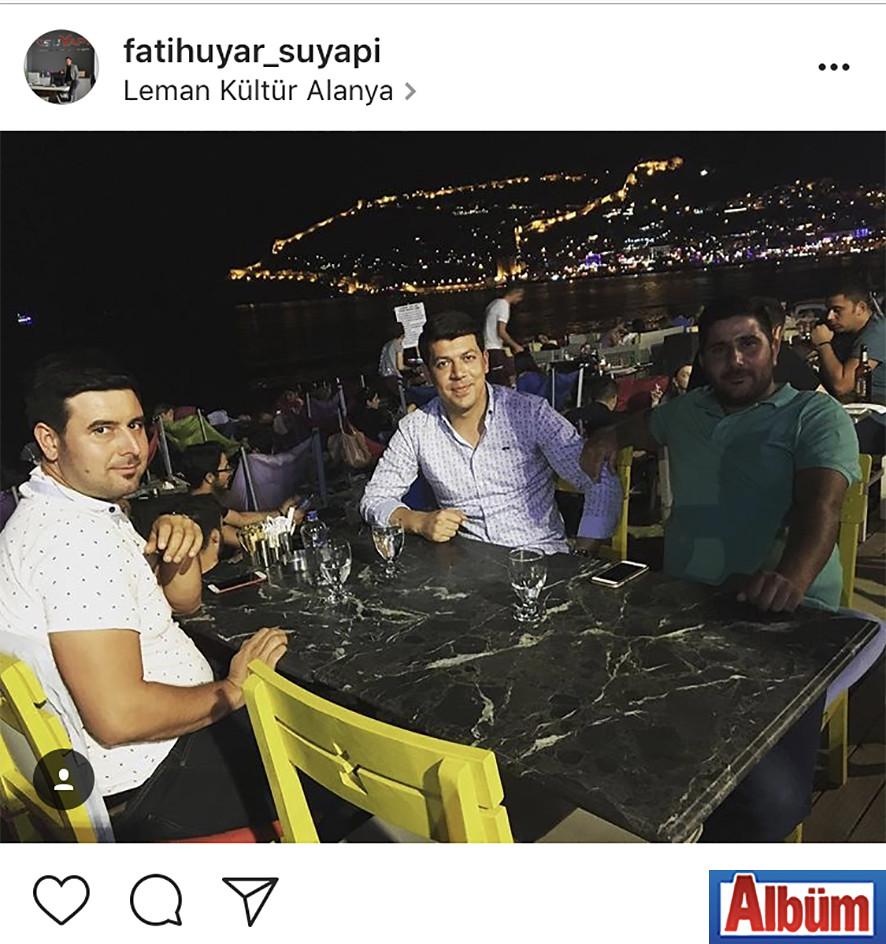 Su Yapı'nın sahibi Fatih Uyar, yakın dostları Emrah Ünal ve Bayram Arıkan ile birlikte.