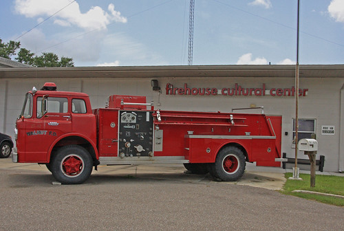 firehousecenter 101firstavenuenortheast 1011stavene ruskin florida fl walnutfd walnutfiredept walnutfiredepartment fireengine2561 fireengine firetruck ford300 boardmancustomcab boardman customcab firehouseculturalcenter fccid195356 betweeneshellpointrd2ndstne eastshellpointroad secondstreetnortheast nearsouthtamiamitrail nearusroute41 us41 route41 nearstamiamitrail enginehouse red