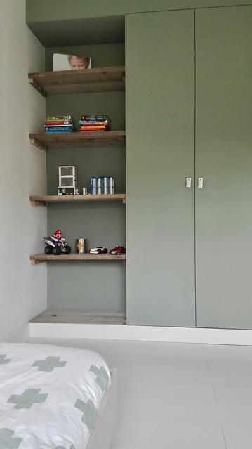 Inbouwkast met planken kinderslaapkamer