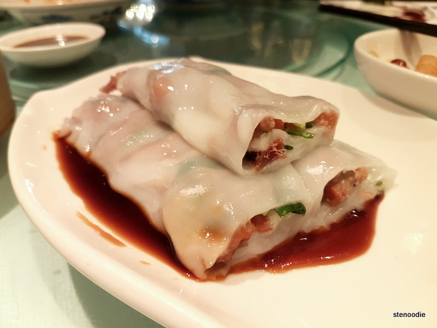 Steamed rice rolls with barbecued pork (蜜汁叉燒腸)