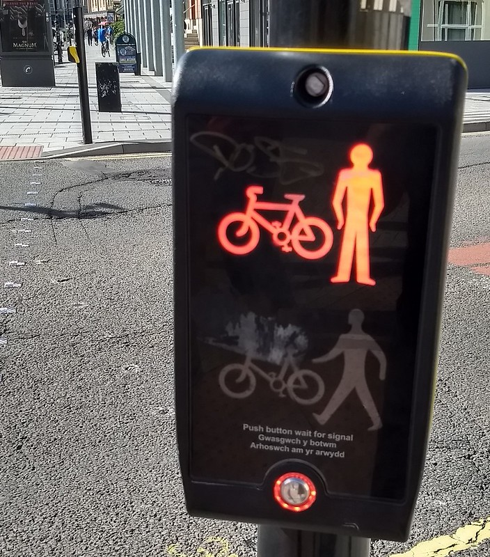 Cardiff pedestrian signal mounted on pole