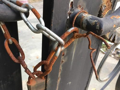 gate wire rust