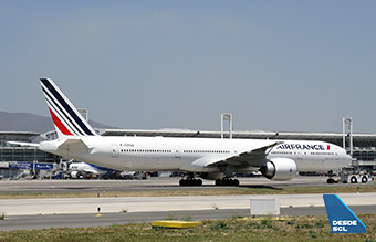 Air France B777-300ER push in SCL (RD)
