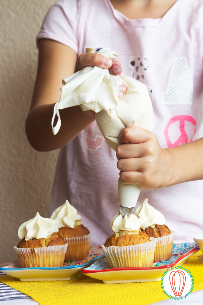 Little Foodies: Piñata Cupcakes