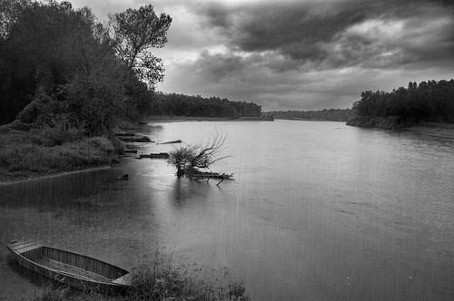 sava oblaci zagreb hruščica kiša domovinskimost croatia ščitarjevo outdoor rain river riverside savariver boat trees clouds