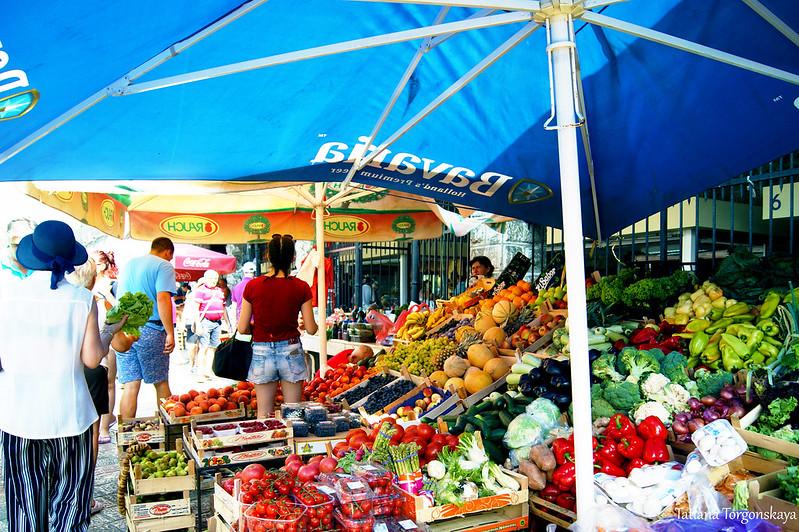 Продажа свежих фруктов и овощей