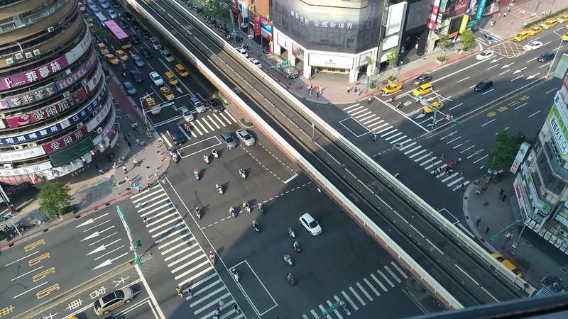 Zhongxiao & Fuxing intersection