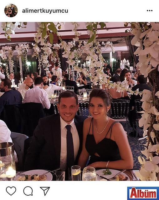Ali Mert Kuyumcu, eşi Esra Kuyumcu ile Divan Fenerbahçe Faruk Ilgaz Tesisleri'nde katıldığı düğün töreninden bu fotoğrafı paylaştı.