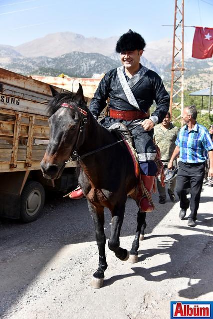 Alanya Belediye Başkanı Adem Murat Yücel Karaköy şenliklerinde Selçuklu kaftanı giydi -2