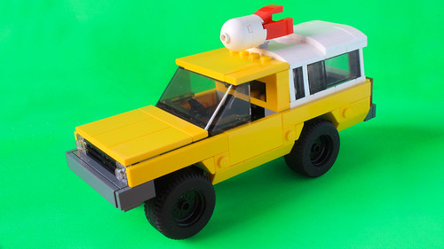 Lego Pizza Planet Truck in minifig scale
