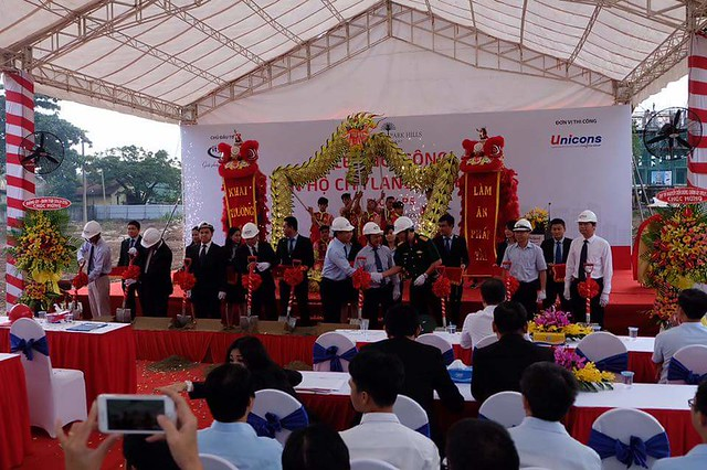 Đại diện chủ đầu tư CityLand, nhà thầu Unicons và khách mời tiến hành nghi thức khởi công