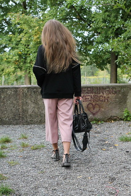 hoodie-and-culottes-whole-outfit-back-wiebkembg