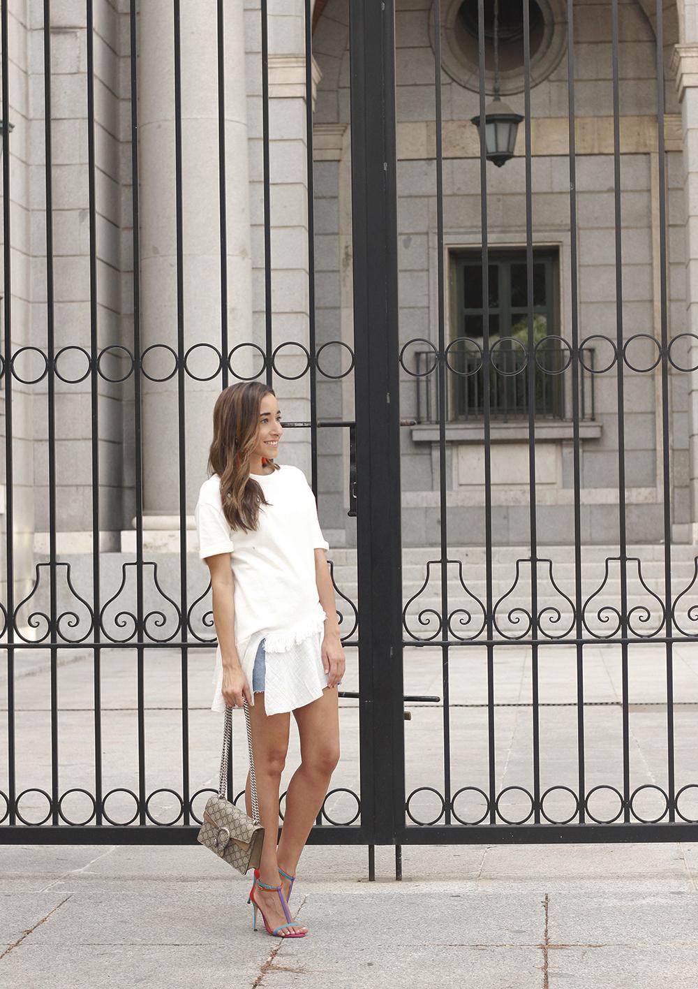white blouse denim skirt carolina herrera sandals gucci bag summer girl outfit08