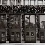 Petit passage à Ljubljana, un autoportrait dans la foule et des reflets...