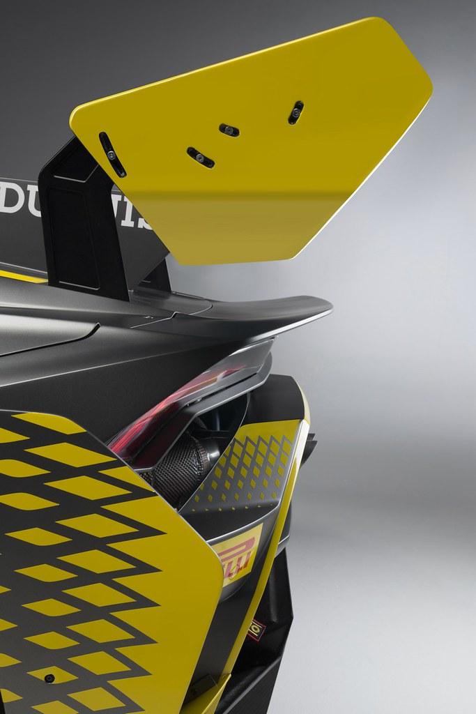 Lamborghini-Huracan-Super-Trofeo-EVO-2