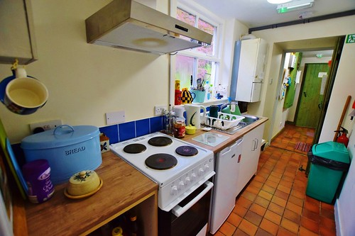 Mill Cottage Bunkhouse - galley kitchen