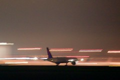 Delta Airlines Boeing 767 -200 23:38 handheld pan, vibration reduction lens,  DSC_0335
