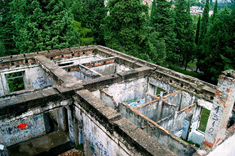 Вид из башни на постройки внизу