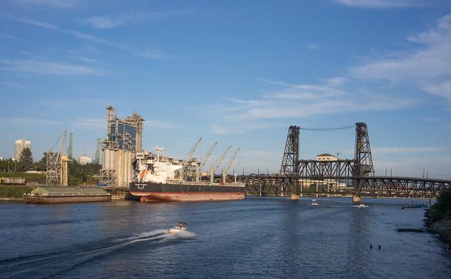portland waterfront, Sony ILCE-7M2, Sony FE 35mm F2.8 ZA