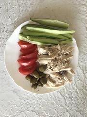 Вкусный обед - это #здоровье #куринаягрудка #овощи #маслины #спорт #фитнес #фитнесс #актер #актеры #левин #левиналександр #обед #пп #огурцы