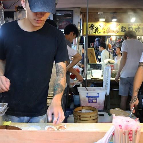 その場でつくってる。これが、めちゃ美味い。専門店にも負けないくらい。 #饒河街観光夜市 #台北 #台湾 #食べ歩き