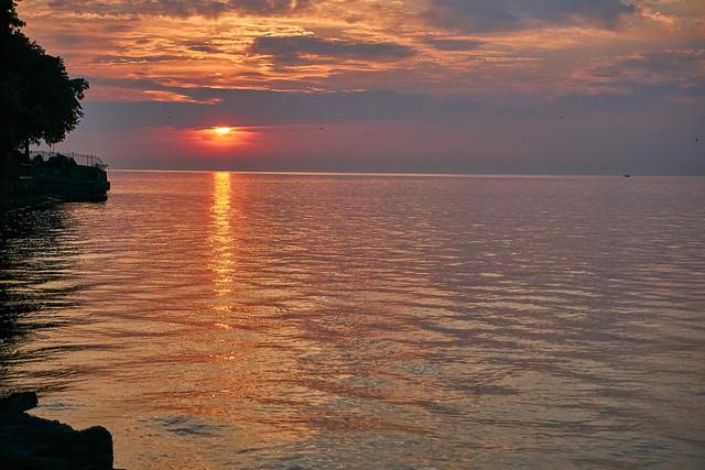 _DSC2124Lake sunrise reflection 1-min