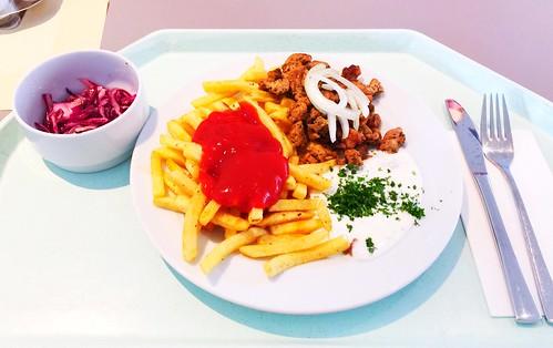 Greek prok gyros with tzatziki, fresh onions & french fries / Griechisches Gyros vom Schwein mit Tzaziki, frischen Zwiebeln & Pommes Frites